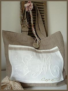 CàC sacs....Monograms on linen; nice touch.