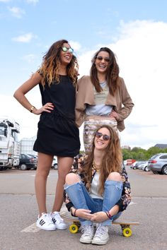 GiRLs Band # Glasses & Clothes chez Supreme Store- Officiel à Lille  LouK Photographie