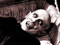 Max Schreck- Nosferatu, 1922 not a pretty face, the creepiest vampire film of all time , watch it this halloween , if you dare .vintage horror film still photo Paranormal, Real Life Vampires, Salem Lot, Coppola, The Frankenstein, Horror Monsters, Scary Monsters, Creatures Of The Night, Classic Monsters