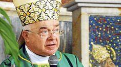 El exarzobispo polaco Jozef Wesolowski  fue mandado a arrestar por el papa Francisco para que sea  juzgado por delitos de pedofilia :http://www.malagaes.com/internacional-2/el-exarzobispo-polaco-jozef-wesolowski-fue-mandado-a-arrestar-por-el-papa-francisco-para-que-sea-juzgado-por-delitos-de-pedofilia/