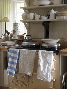 Modern Rustic decorating ideas - simple, modern country interiors to inspire you - From Britain with Love Modern Rustic Decor, Modern Country, Country Decor, French Country, Country Charm, Cottage Interiors, Rustic Interiors, Aga Kitchen, Cottage Kitchens