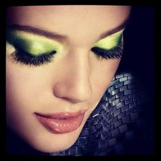 Emerald makes for a lovely eyeshadow look. Wouldn't you say? #coloroftheyear