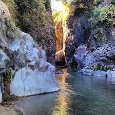 Visit Sicily (@VisitSicilyOP) Che ne dite di un Escursione alla Gole dell #Alcantara? ph B Portaro #yummysicily