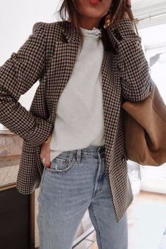 Daily discoveries women s fall winter fashion outfits with pink scarves white knit sweaters casual chic style ripped jeans trends classy look mintrockco fall winter style fashion outfits ootd Lit Outfits, Mode Outfits, Casual Outfits, Dress Casual, Formal Dress, Casual Jeans, Jeans Style, Casual Clothes, Style Clothes