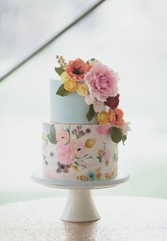 Floral Wedding Cakes Wedding cake trends for From Naked to painted - The wedding cake is the center of your wedding's decor. Marble cakes, naked cakes, painted cakes and more. Pretty Wedding Cakes, Floral Wedding Cakes, Pretty Cakes, Wedding Cake Designs, Blue Wedding, Dessert Wedding, Wedding Flowers, Trendy Wedding, Luxury Wedding