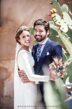 Boda Jesús & María |  Encarnación Campanario Wedding Flowers, Wedding Dresses, Vintage, Beautiful, Weddings, Inspiration, Fashion, Fascinators, Bouquets