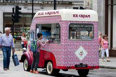 The iconic @libertylondon treated #RegentStreet visitors to delicious ice cream from their #FlowersofLiberty retro ice cream van.