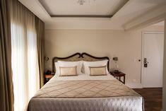 Imagina um cochilo agora apos o almoço?  Venha se hospedar em nosso hotel!!! O Hotel, Bed, Furniture, Home Decor, Stream Bed, Interior Design, Home Interior Design, Beds, Arredamento