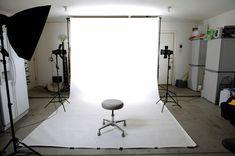 Aquí encontraras todo el material necesario para que puedas iluminar tu estudio fotográfico, las fuentes de luz y los accesorios que no podrán faltarte.