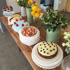 Image about food in n o m n o m n o m ♡ by sy ♡ Pretty Birthday Cakes, Pretty Cakes, Cute Cakes, Cute Desserts, Dessert Recipes, Cute Food, Yummy Food, Aesthetic Food, Let Them Eat Cake
