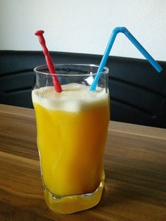 Pint Glass, Glass Of Milk, Healthy Smoothies For Kids, Fun Drinks, Beer, Tableware, Food, City, Amazing