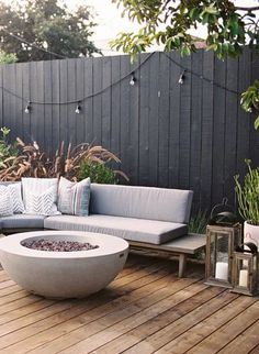 Terrific Photographs black garden fence Concepts Regardless of whether you are interested in fencing tips to establish border inside garden, hide the eye sore,. Garden Fire Pit, Fire Pit Patio, Backyard Patio, Backyard Landscaping, Fire Pits, Wood Fire Pit, Back Gardens, Outdoor Gardens, Wood Gardens