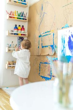 Painting standing: Our painting wall and creative corner for children. With an IKEA hack you can set up a painting corner in a nursery or in the day care center and set up painting accessories. More under: www.chezmamapoule … by MoreIsNow Painting Corner, Painting For Kids, Children Painting, Painting Walls, Kids Corner, Diy Montessori, Montessori Toddler Rooms, Montessori Science, Preschool