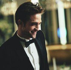 Robert Pattinson Dior, Dc Comics, Batman Comics, Twilight Stars, Shocking Facts, Celebrity Travel, Celebrity Photos, Cute Celebrities, Celebs