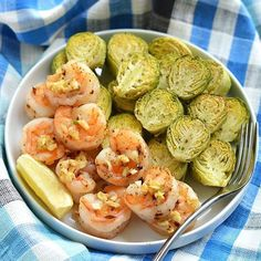 www.sizzlefish.com  We are in love with this 30 minute Lemon Garlic Sizzlefish Shrimp & Brussels Sprouts dish @skinnyfitalicious! _ Grab the full recipe on Megan's website! _ Head to our website: www.sizzlefish.com to order your perfectly portioned fish and shellfish today!