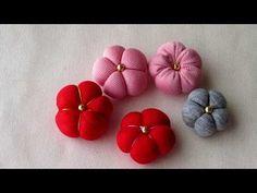 ちりめん細工 玉飾りの作り方 - YouTube Fabric Ribbon, Fabric Flowers, Ribbon Hair, Japanese Fabric, Japanese Art, How To Make Patches, Crafts To Make, Arts And Crafts, Japan Flower