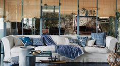 Discover the Etro Home Collection: upholstery, designer Paisley fabrics, home textiles, furnishings. Find your nearest Etro Boutique. Luxury Home Decor, Luxury Interior, Living Styles, Interior Exterior, Porch Swing, Home Collections, Home Textile, Home Decor Inspiration, Upholstery