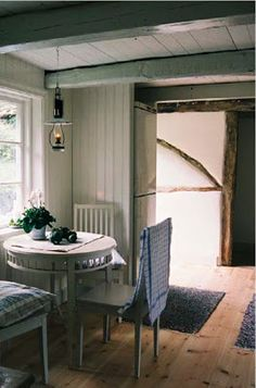 Mäster Henriks Lovely chairs and oillamp Farmhouse Interior, Interior Exterior, Interior Design, Country Interior, Vintage Farmhouse, Modern Rustic Homes, Cottage Style, Farm Cottage, Deco Design