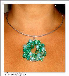 181/39 Girocollo  rigido, realizzato completamente a mano. Verde Tiffany, pietre in resina e perle cerate. Handmade, fatto a mano, prodotto in italy