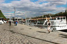 Adoramos ficar de boa sem rumo sem destino sem horário indo por onde a vontade nos leva... As margens do Rio Sena são perfeitas pra fazer isso... Ou pra não fazer nada ... Só ficar olhando a correnteza passar ... #life #rest #farniente #deboa #river #seine #paris #France #europe #eurotrip #turistando #ferias #viagem #viaje #trip #travel