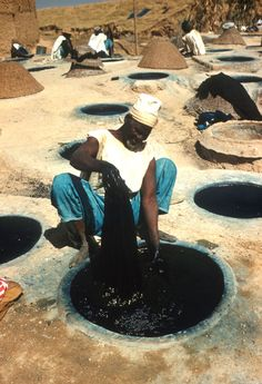 Hausa man at indigo dye pits, Kano, Nigeria. Photo: Elliot Elisofon eepa_06848.jpg (840×1230)