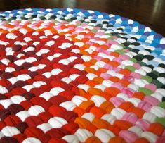 awesome recycled t-shirt braided rugs by neighbor deb. Diy Projects To Try, Crafts To Make, Fun Crafts, Craft Projects, Sewing Projects, Arts And Crafts, Fabric Crafts, Sewing Crafts, Cotton Cord