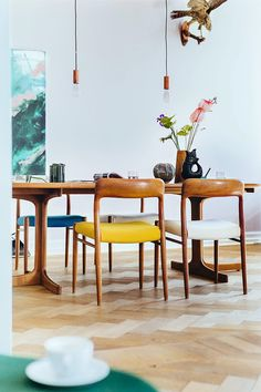 Timber Dining Table, Dining Chairs, Dining Room, Style At Home, Interior Inspiration, Interior Ideas, Home Accessories, Furniture Design, House Design