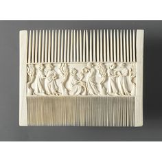 Ivory double comb (V&A A.560-1910) with lovers in a garden, Paris, second quarter of the 14th century