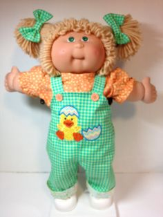 Cabbage Patch Overall Chick and Egg Crochet Doll Clothes, Doll Clothes Patterns, Doll Patterns, Cabbage Patch Kids Clothes, Cabbage Patch Kids Dolls, Old School Toys, Longarm Quilting, Doll Crafts, Vintage Toys