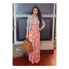 Marian Rivera& California Summer Look: Daisy Print Maxi Dress . Maxi Outfits, Modest Outfits, Summer Outfits, Cute Outfits, Summer Dresses, Casual Formal Dresses, Elegant Dresses, Marian Rivera, Denim Jacket With Dress