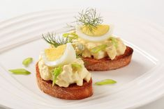 Slices of toasted bread and egg spread Appetizer Salads, Yummy Appetizers, Five Spice Recipes, Chip Dip Recipes, Snacks Recipes, Braised Pork, Egg Salad, Appetisers, Snacks
