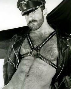 Jacket and Harness Leather Harness, Leather Cap, Black Leather, Hairy Men, Bearded Men, Komplette Outfits, Raining Men, Hairy Chest, Mature Men