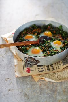 Cretan eggs with wild weeds (kaygana)