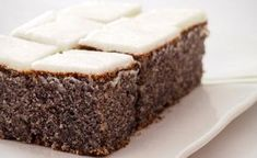 These gluten-free poppy seed slices with cream cheese topping are easy to make and taste fluffy, creamy, yummy. These gluten-free poppy seed slices with cream cheese topping are easy to make and taste fluffy, creamy, yummy. Paleo Dessert, Healthy Dessert Recipes, Healthy Baking, Easy Cake Recipes, Sweet Recipes, Baking Recipes, Pastry Recipes, Frosting Recipes, Desserts Sains