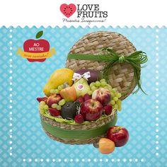 #SweetCake Presente requintado que acompanha ameixas, figos, pera, pinha, morangos, uvas, nêspera, uma caixa de tâmara, um belo vinho espumante Moscatal Nobrese e duas taças de champanhe.  Presenteie com a LOVEFRUITS: http://www.lovefruits.com.br/