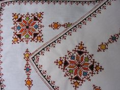 broderies marocaines dmc - Google Search Folk Embroidery, Hand Embroidery Designs, Cross Stitch Embroidery, Blackwork, Broderie Bargello, Moroccan Decor Living Room, Cross Stitch Designs, Bohemian Rug, Sewing Patterns