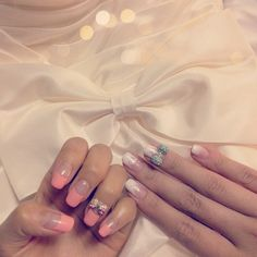Nailart  (L): peach deep-french gel nail with bow  (R): white gradation gel nail with bow