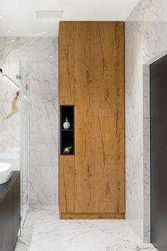 Waschmaschine und Trockner optimal unterbringen? Ein selbst konfigurierter #Waschmaschinenschrank bietet die Chance beides und mehr zu verstauen. Große Aussparungen im Schrank gestatten Platz für Waschmaschine und Trockner. Nutzen Sie die Nische im Bad oder im Hauswirtschaftsraum die ganze Wand für den Schrank nach Maß. Eine vielfältige Ausstattung schafft Stauraum & Ordnung! Sie können ganz einfach mit unserem Konfigurator planen - ganz nach Ihren Vorstellungen. Möbel nach Maß - einfach… Laundry Room Bathroom, Laundry Room Design, Home Room Design, House Design, Bathroom Design Luxury, Bathroom Design Small, Modern Bathroom, Wc Design, Home Decor Boxes