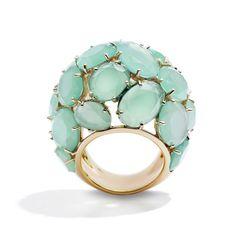 Stunning!!! Pomellato http://www.vogue.fr/joaillerie/shopping/diaporama/bijoux-vert-d-eau-chrysoprase-calcedoine-jade-pomellato-garnazelle/12553/image/742324#!pomellato-chrysoprase
