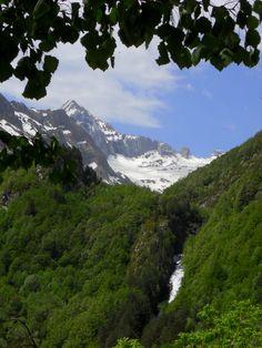 Cascada del barranco de Otal. Al fondo, el valle de Otal