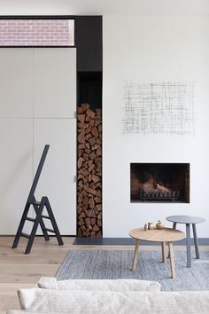 'Minimal Interior Design Inspiration' is a biweekly showcase of some of the most perfectly minimal interior design examples that we've found around the web - Interior Design Examples, Interior Design Inspiration, Design Ideas, Edwardian Haus, Clutter Free Home, Small Space Solutions, Fireplace Design, Modern Fireplace, Home And Deco