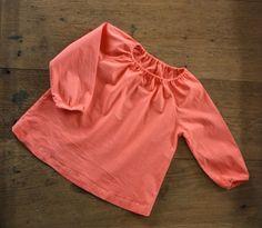 Tunique à manches raglan, encolure élastiquée en coton rose Colette. Patron MAKIE bébés. SpicaLili