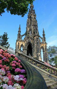 Scott's Monument, Edinburgh Scotland Castles, Scotland Uk, Scottish Castles, England And Scotland, Edinburgh Scotland, Scotland Travel, Vacation Places, Dream Vacations, Places To Travel