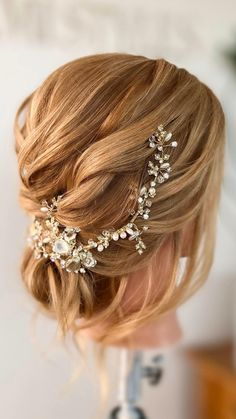 An undone, twisted wedding hairstyle tutorial video with lots of texture on medium length hair. I've decorated the updo with an elegant vine bridal hair accessory. Bridal Hair Down, Bridal Hair Updo, Wedding Hair And Makeup, Outdoor Wedding Hair, Wedding Hair With Veil, Boho Wedding, Bride Hairstyles For Long Hair, Wedding Hairstyles Tutorial, Down Hairstyles