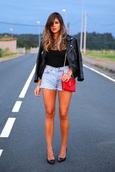 trendy_taste-look-outfit-street_style-ootd-blog-blogger-fashion_spain-moda_españa-denim_shorts-shorts_vaqueros-chaqueta_cuero-leather_jacket-ysl-saint_laurent-11