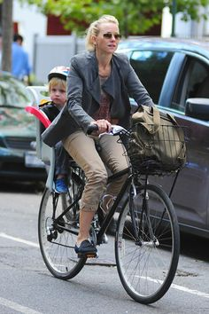 Chic New Moms: Notes on Style for the Duchess - Naomi Watts