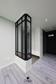 1번째 이미지 Entrance Foyer, Entry Hallway, Entrance Design, Interior Decorating Tips, Foyer Decorating, Interior Design, Room Divider Walls, Room Divider Screen, Dream Bathrooms