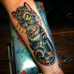 This new school Bastet is so cute! Unfortunately, the name of the artist is missing, can you correct that? Cat Tattoo, Tattoo You, Tattoo Drawings, Unique Tattoos, Cool Tattoos, Tatoos, Bastet Tattoo, Respect Tattoo, Tattoo Casal