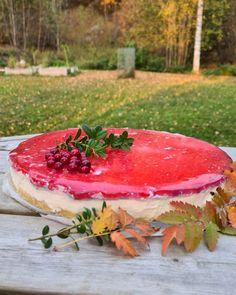 Ketopuolukkajuustokakku, gluteeniton, munaton Watermelon, Keto, Fruit, Food, Mascarpone, Essen, Meals, Yemek, Eten