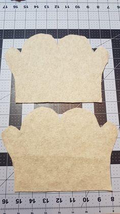fleece fabric crafts Easy Fleece mittens - kids s, m, l Fleece Crafts, Fleece Projects, Sewing Projects For Kids, Sewing For Kids, Baby Sewing, Fabric Crafts, Sewing Crafts, Diy Crafts, Fleece Patterns